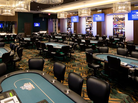 Distinctions In Between Online and Traditional Poker